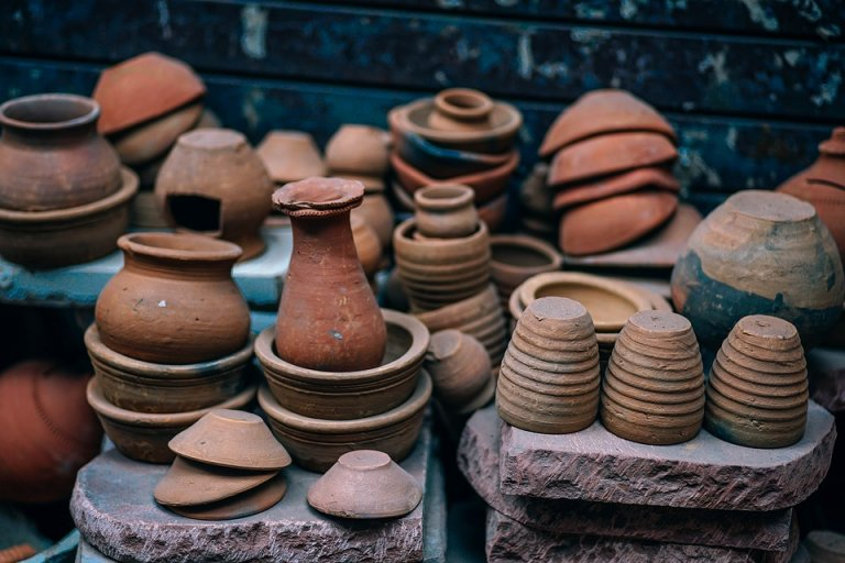 https://pixabay.com/photos/ancient-pottery-pots-clay-antique-2179091/