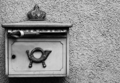 https://pixabay.com/photos/mailbox-old-post-letter-boxes-2119366/